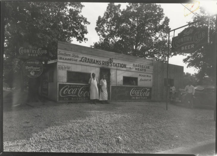 historic black and white photo of graham's ribs restaurant